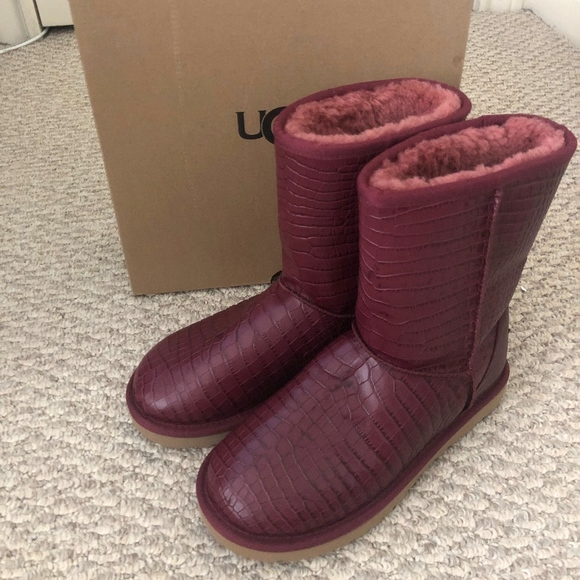 91c5620306c UGG Womens Classic Short Crocodile Leather Boots NWT